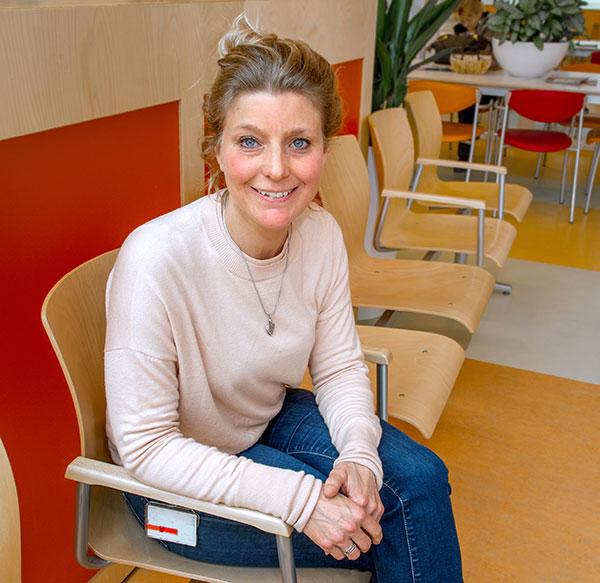 Onderzoeker Karin Gehring verwacht dat veel patiënten na een hersenoperatie baat zullen hebben bij de ReMIND app. Foto: ETZ Fotografie & Film/Ellen den Ouden