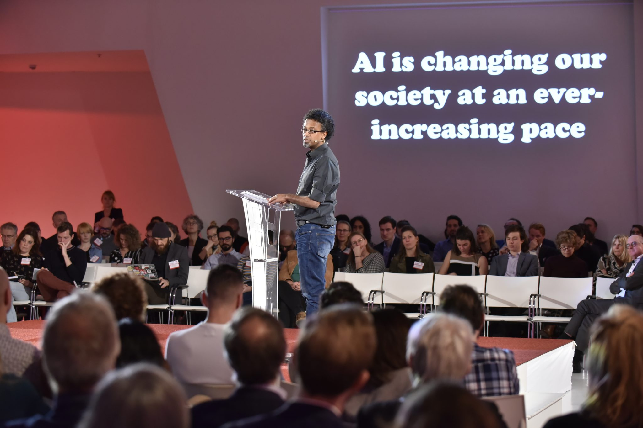 300 experts gather to discuss an inclusive digital society